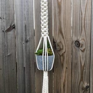 Giỏ chậu treo cây macrame GM02 với chiều dài 90cm hay còn gọi là macrame plant hanging chất liệu cotton 100%