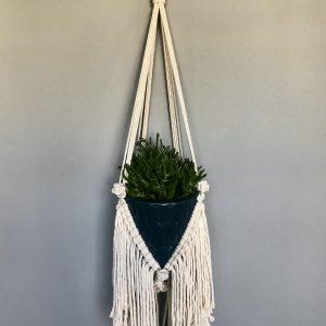 Giỏ chậu treo cây macrame GM03với chiều dài 90cm hay còn gọi làmacrame plant hangingchất liệu cotton 100% hà nội, phú quốc