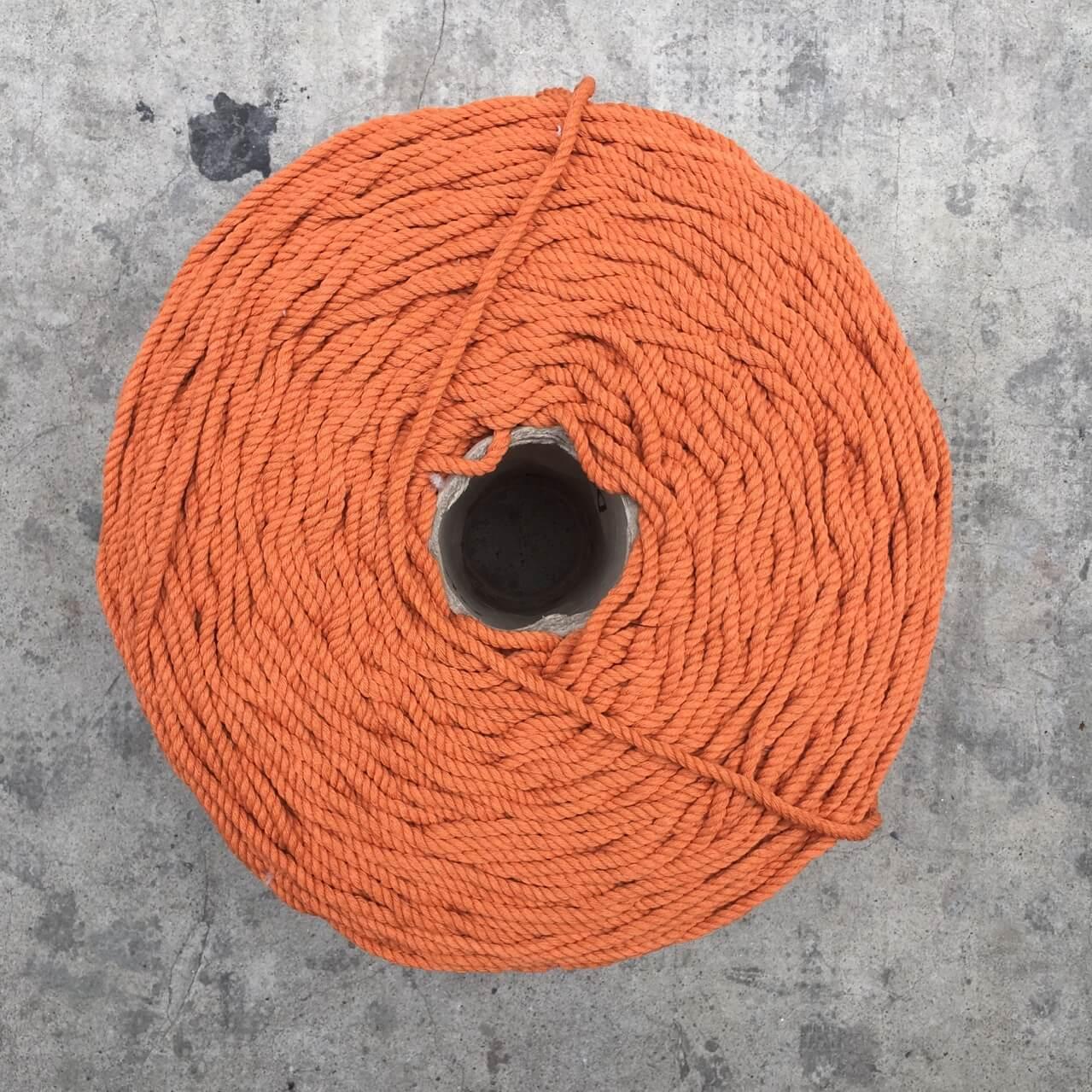 Dây macrame 4mm xoắn màu cam đất