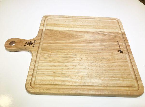 Khay trà gỗ: khay gỗ có tay cầm đựng bánh pizza