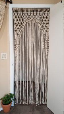 Đây là rèm cửa macramé được thiết kế riêng theo phong cách boho của tôi được làm theo đơn đặt hàng với dây macrame tự nhiên / màu be